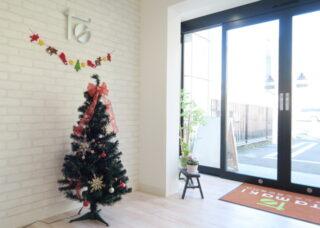 入口 クリスマスディスプレイ