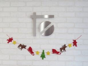 入口 ロゴとクリスマスディスプレイ