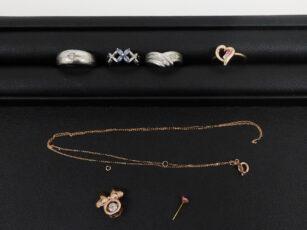 プラチナの指輪 金のピアスネックレス