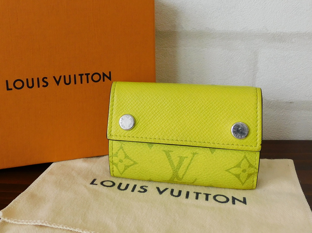 ルイヴィトン財布買取 M67629